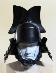 日本の武の美、正統派戦国ブランドのパイオニア【もののふ】-ニの谷形兜