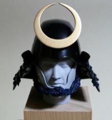 日本の武の美、正統派戦国ブランドのパイオニア【もののふ】-古頭形兜繰半月前立付